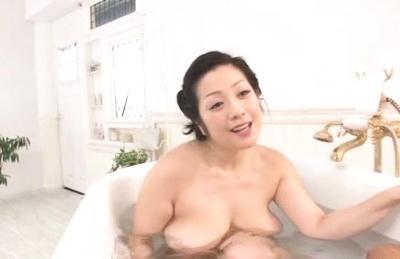 Amateur Asian  MILF Minako Komukai swallows cum while giving bath